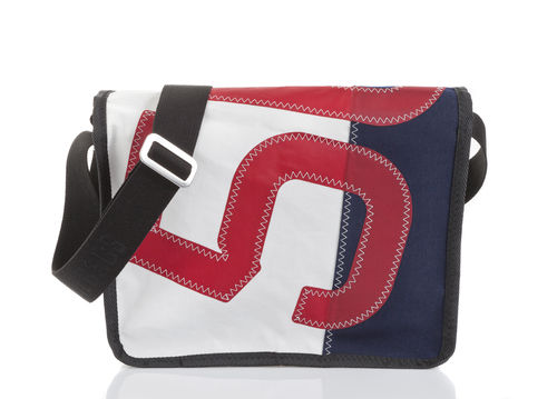 Satchel in recycled sailcloth.