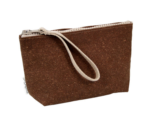 M size multi use pochette in BONDED LEATHER.
