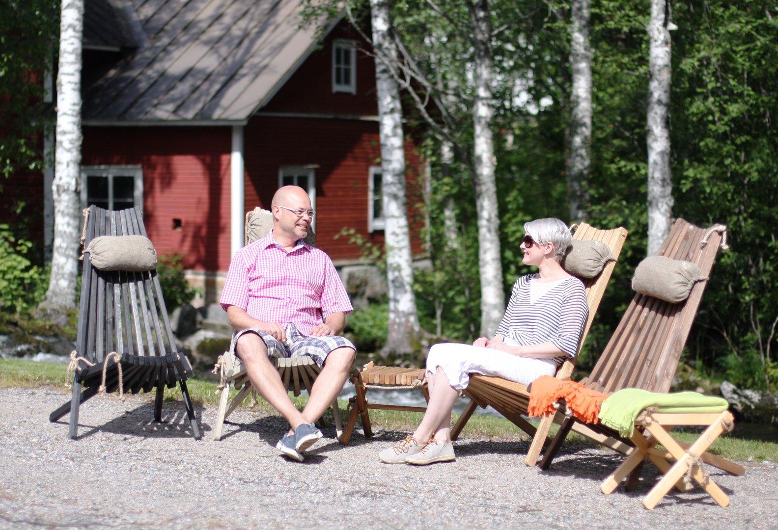 Comodo sgabello in legno di larice nordic style