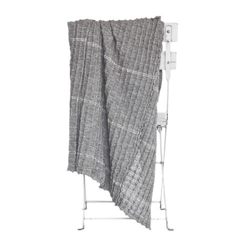 Plaid in 100% Llama wool, light and comfortable. MELANGE GREY colour.