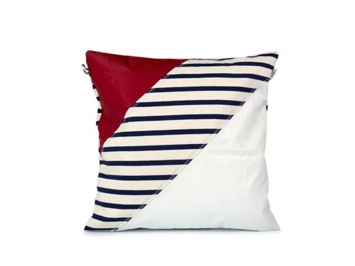 Cushion 40X40 made of recycled sailcloth.