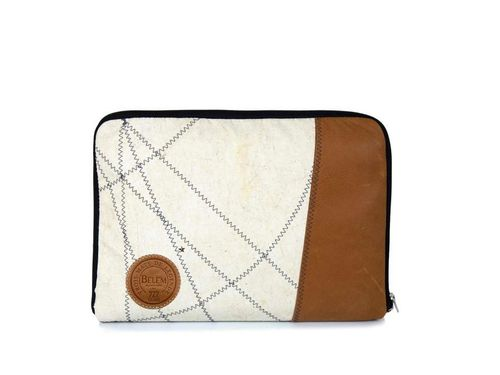 Padded PC case made of recycled sailcloth & LEATHER, with zip.