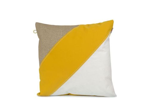 Cushion 40X40 made of recycled sailcloth and linen.