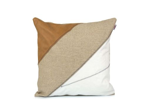 Cushion 40X40 made of recycled sailcloth, linen and leather.
