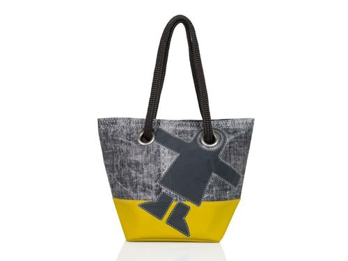 Shopping bag made of recycled sailcloth. GUY COTTEN BASE.