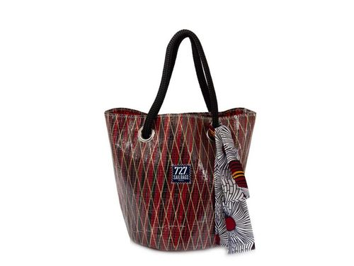 Shopping big bag made of recycled sailcloth.